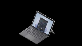Gengivelse af Surface Go 3 med Surface Go Signature Type Cover