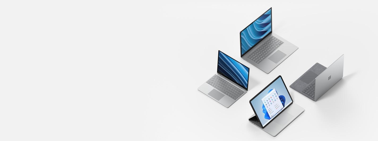 Négy Surface készülék felnyitott fedéllel, háromnak a képernyője látható.