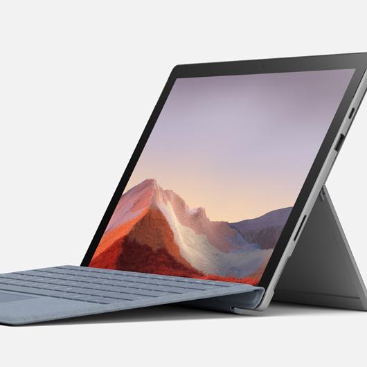 Laptop mit teilweiser Tastatur geöffnet