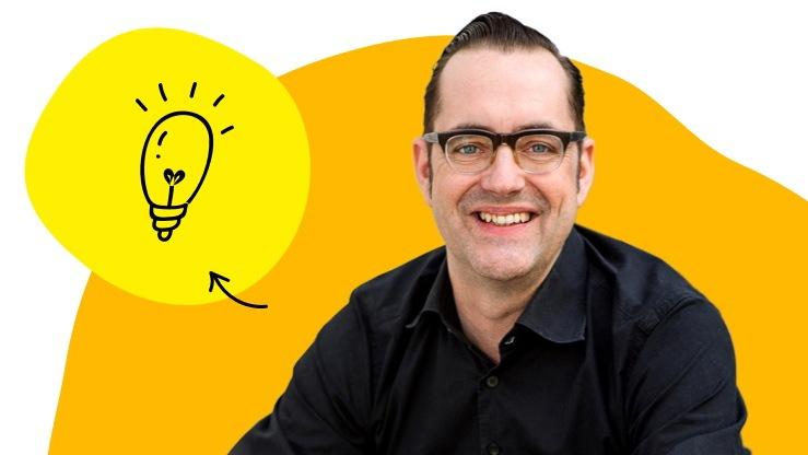 Foto von Christian Weisbrodt mit einem Icon einer Glühbirne