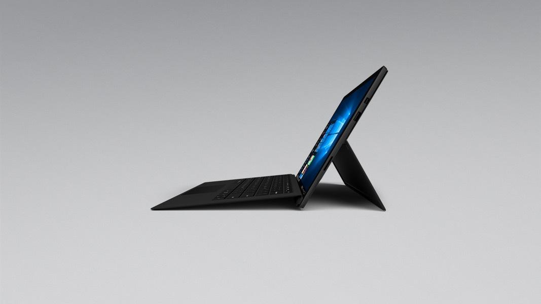 Une vue latérale d'une Surface Pro6