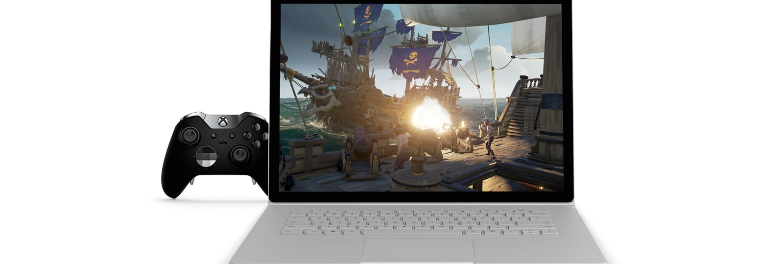 "Immagine del gioco Sea of Thieves su un dispositivo Surface Book 2 da 15"", affiancato da un Controller Elite per Xbox"