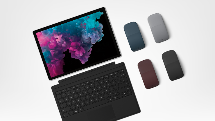 Surface Pro 6 met Type Cover en Arc Mouse