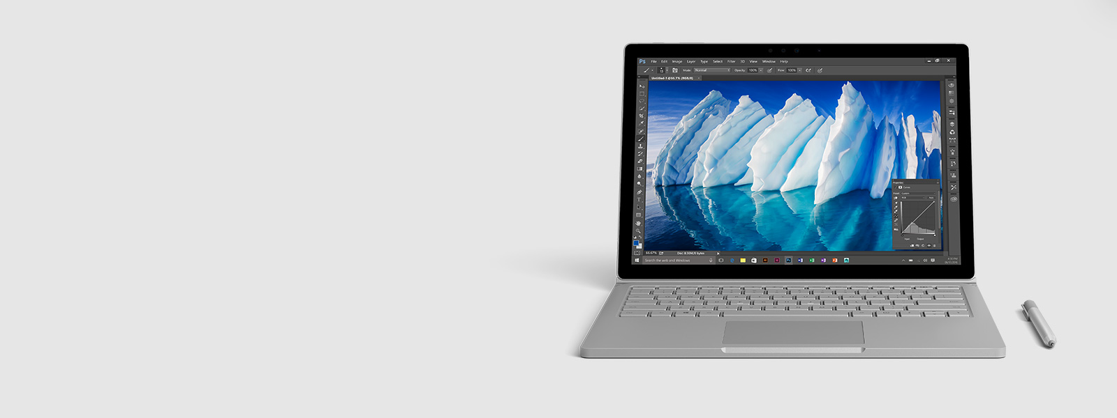 En Surface Book med Performance Base och en Surface-penna.